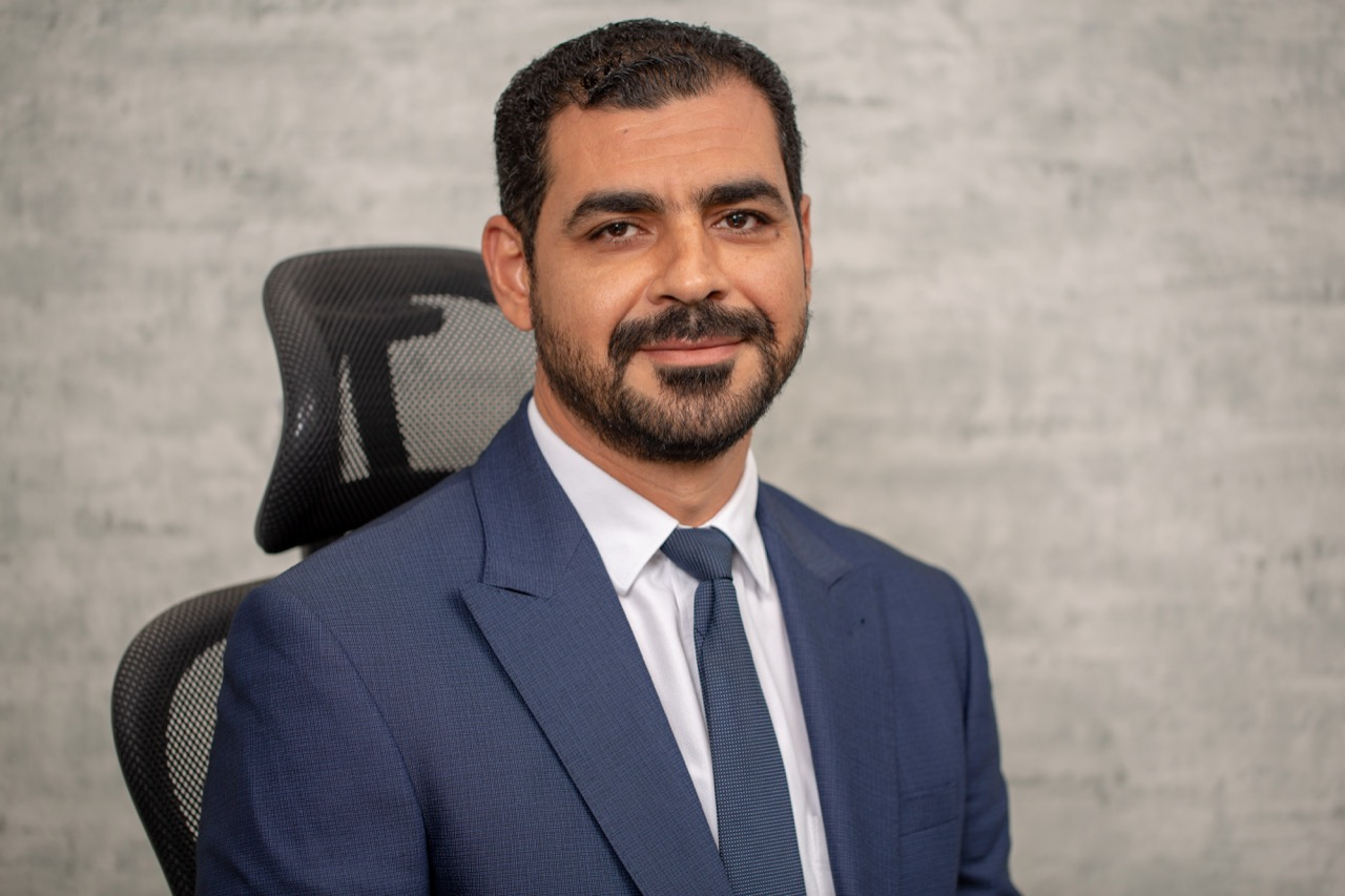 الأستاذ: أحمد رشاد